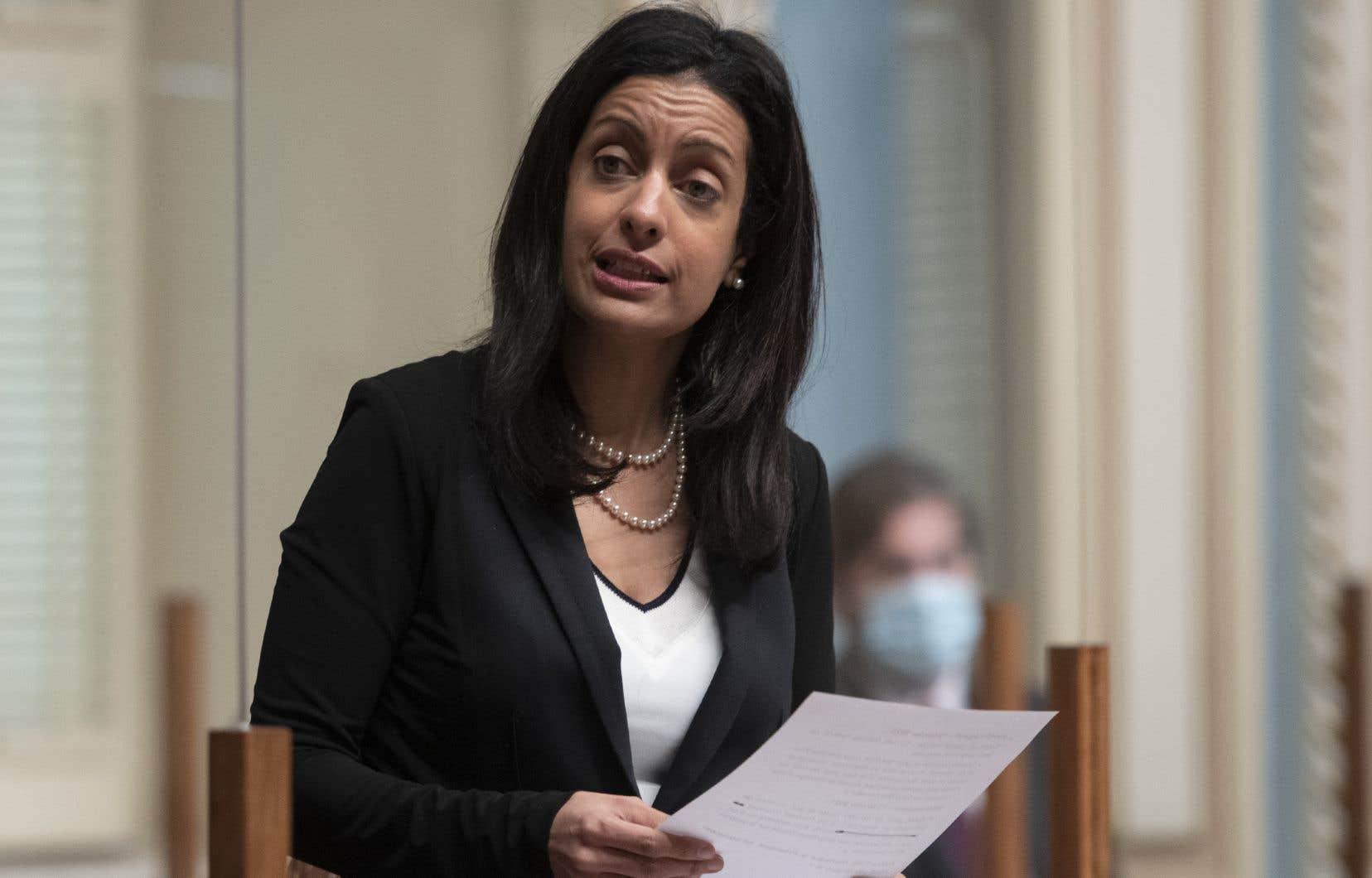 «Ce n'est pas un enjeu de femmes, c'est un enjeu de société», a insisté la cheffe libérale Dominique Anglade.