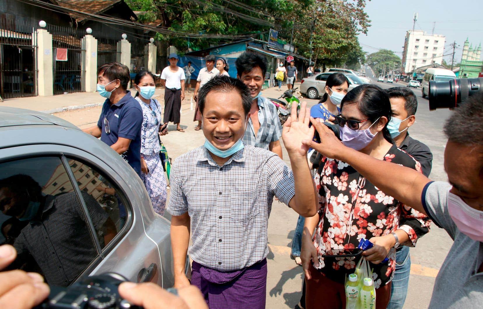Thein Zaw, un photographe myanmarais de l'agence de presse américaine Associated Press, a été libéré par la junte miliaire, mercredi. Il avait été arrêté fin février en couvrant des manifestations contre la junte et accusé d'avoir «répandu de fausses nouvelles». Il était détenu à la prison d'Insein, à Rangoun.