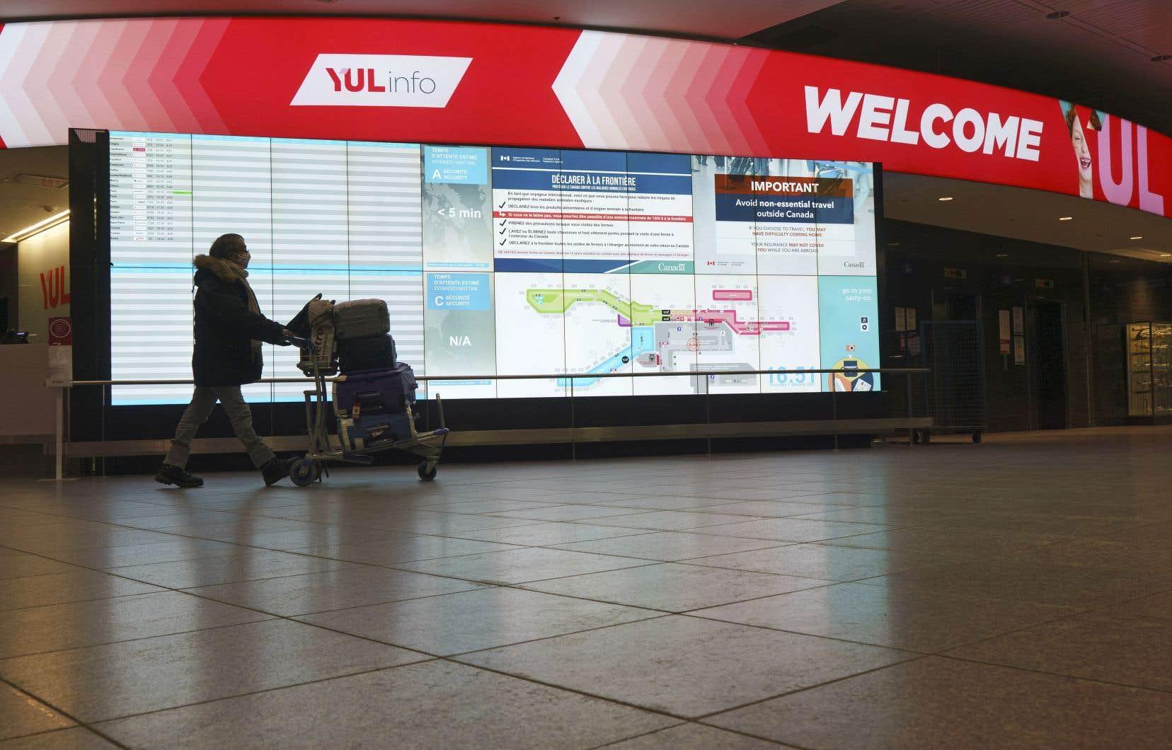 Le Canada a décrété le 25 mars 2020 que tous les voyageurs revenant de l'étranger devaient obligatoirement s'isoler quatorze jours après leur retour au pays, sauf pour quelques exceptions, comme les travailleurs essentiels.