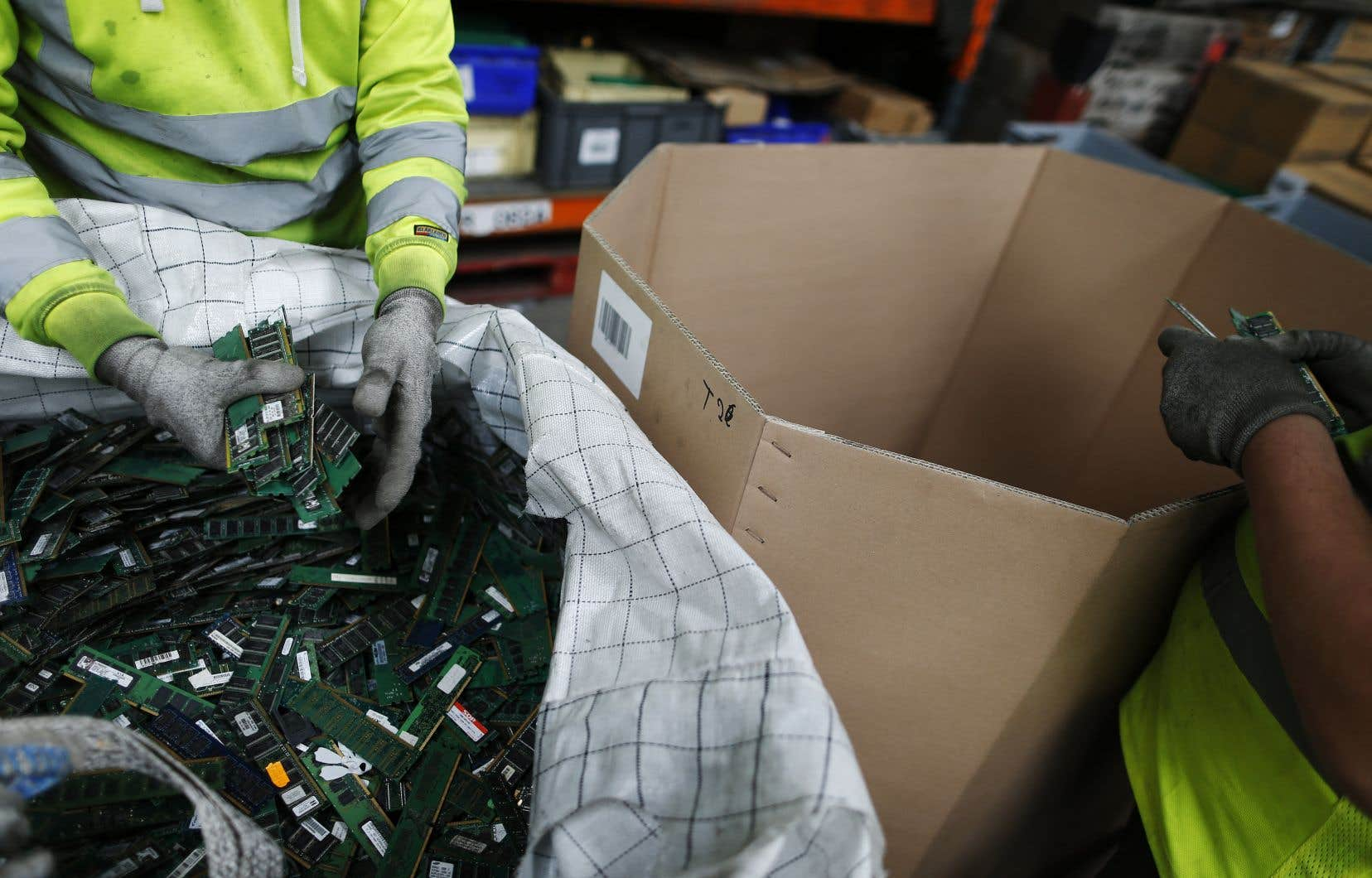 «La plupart des déchets électroniques sont acheminés vers les marchés internationaux afin d'être recyclés là où une filière économique permet la rentabilité», remarque l'autrice.