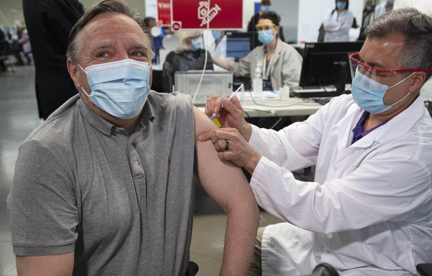 «On voit le début d'une troisième vague», a noté M. Legault, après avoir reçu une première dose du vaccin contre la COVID-19 vendredi après-midi.