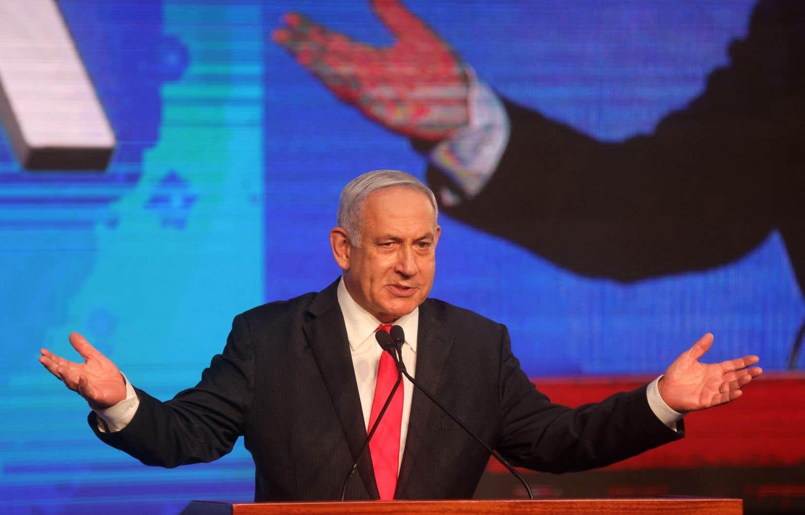 Le premier ministre d'Israël, Benjamin Nétanyahou, doit convaincre le ténor de la droite radicale, Naftali Bennett, et Mansour Abbas, le chef du petit parti islamiste Raam, de se rallier à lui s'il veut maintenir sa place au pouvoir.