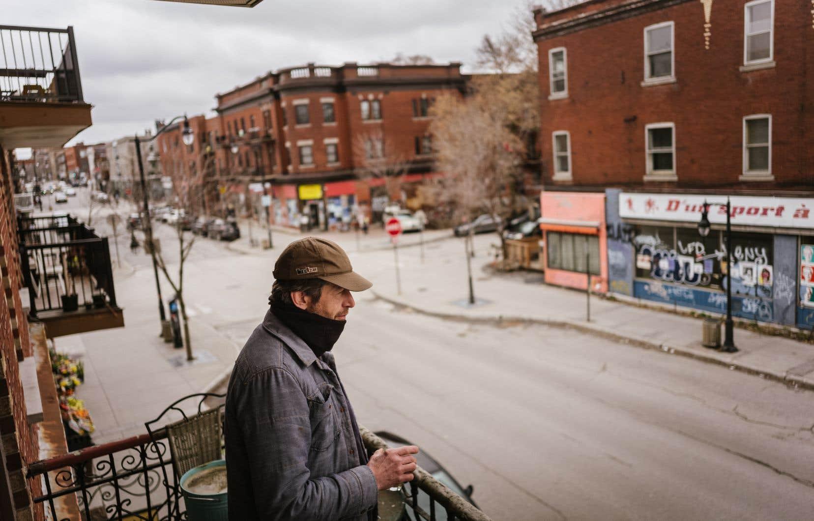 «Les gens quittent et les commerces aussi», se désole Dominique Dupuis, qui réside depuis 15ans dans le Mile End. Quand ses enfants auront atteint l'âge adulte, l'artisan envisage de «quitter Montréal», confie-t-il.