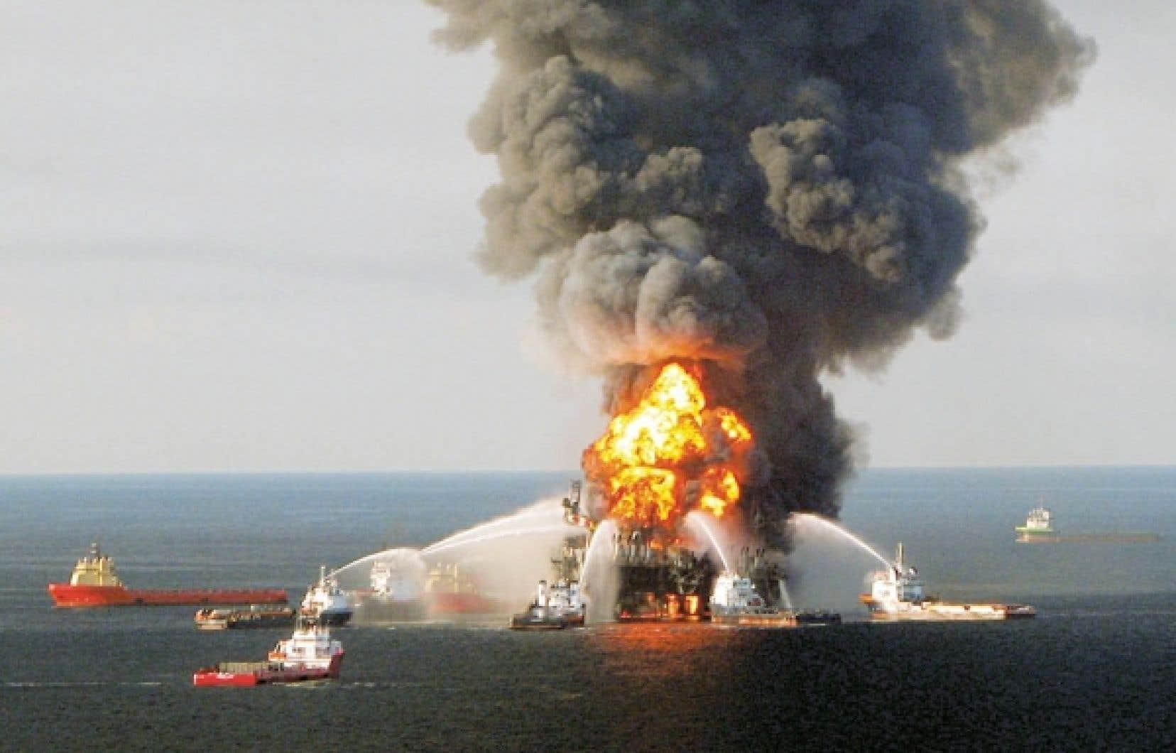 Quelque 4,9 millions de barils de pétrole se sont déversés dans les eaux du golfe du Mexique après l'explosion de la plateforme Deepwater Horizon.<br />