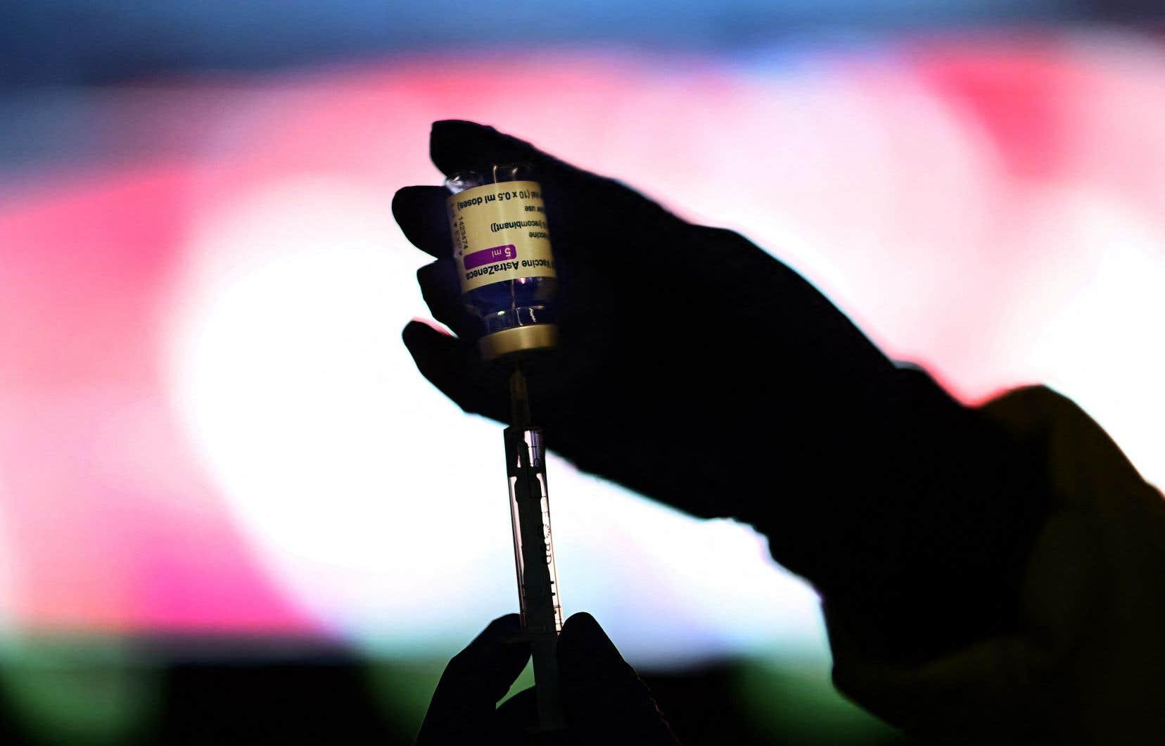 Le sondage suggère que la méfiance à l'égard d'AstraZeneca n'a pas jusqu'à présent rendu les Canadiens plus hésitants à se faire vacciner contre la COVID-19.