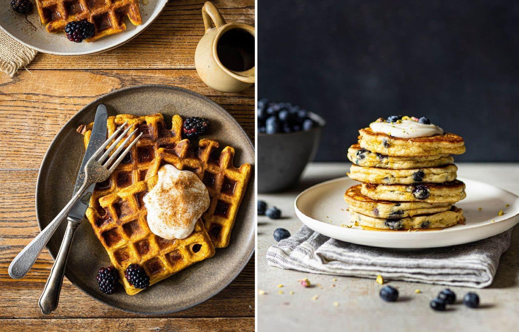 Des gaufres à l'avoine et à la citrouille et des pancakes moelleux aux bleuets