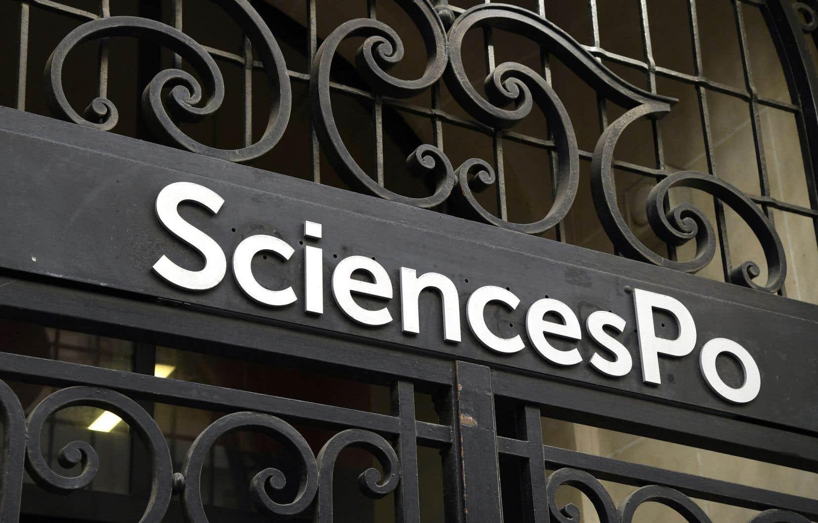 «Si Sciences Po n'était qu'une université comme une autre, on pourrait attribuer cette véritable anglicisation au besoin de recruter des étudiants étrangers dans un monde universitaire anglophone», écrivent les auteurs.
