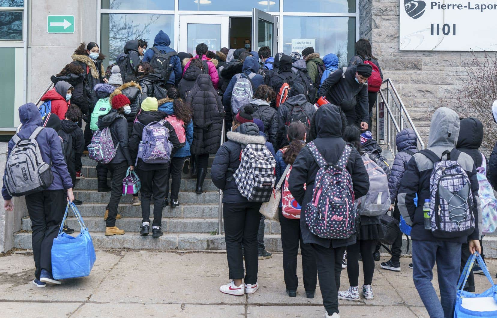 Le collectif de médecinsCOVID-STOP réclame la fermeture des écoles et le reconfinement immédiat du Grand Montréal.