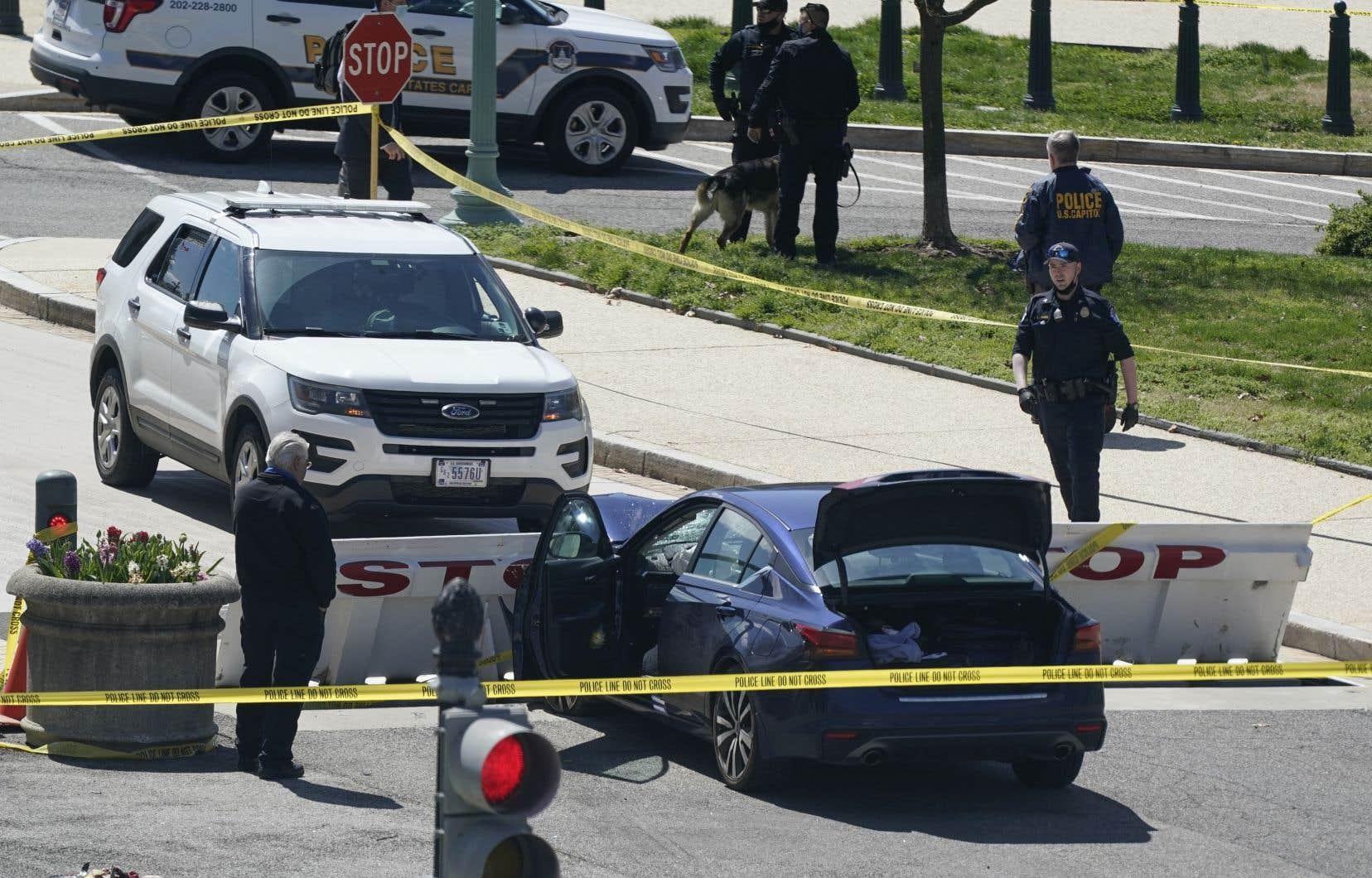 Le suspect a percuté une barrière après avoir frappé les deux agents de police avec sa voiture, selon la cheffe de la police du Capitole, Yogananda Pittman.