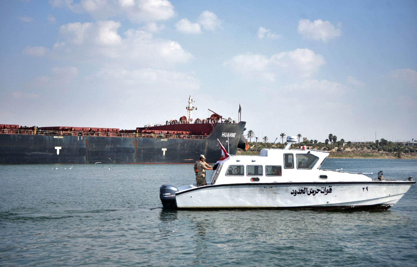 Au total, 422 navires, chargés de 26millions de tonnes de marchandises ont été bloqués dans l'embouteillage.