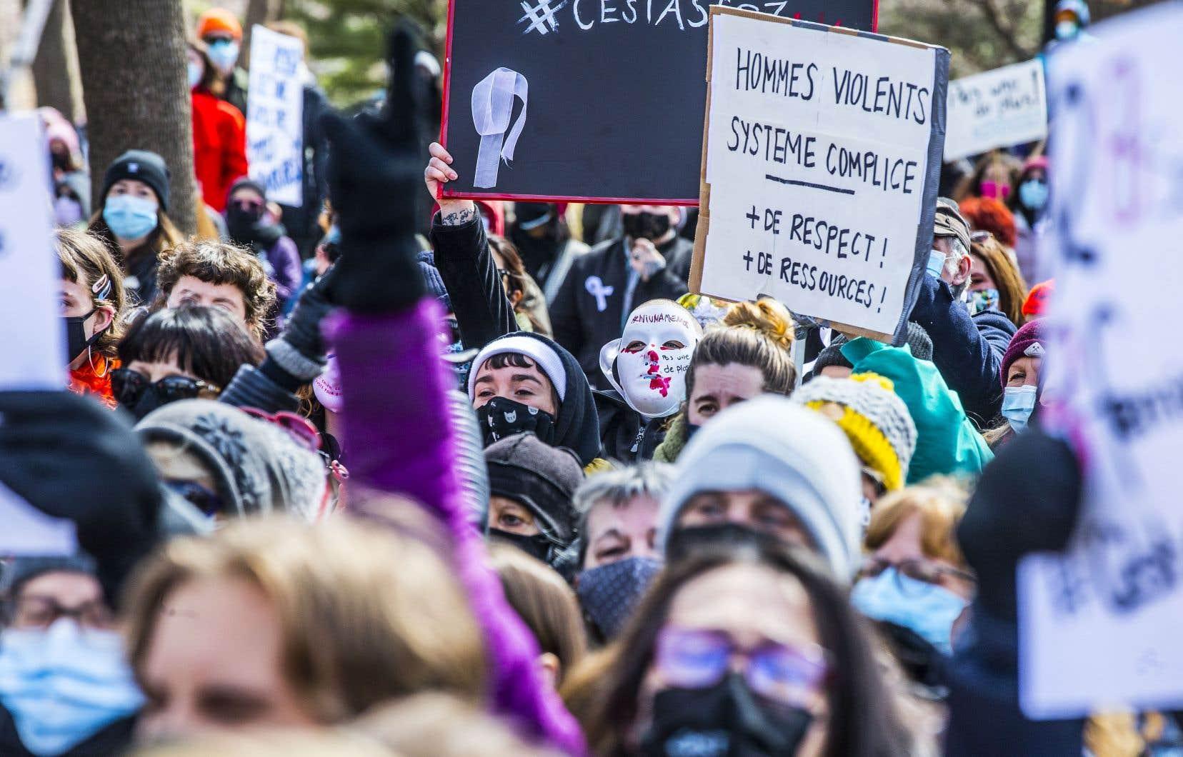 Rebekah Love Harry est devenue la semaine dernière la septième femme à être la victime d'un féminicide en autant de semaines au Québec. Sur notre photo, la marche de vendredi à Montréal qui dénonçait la violence conjugale.