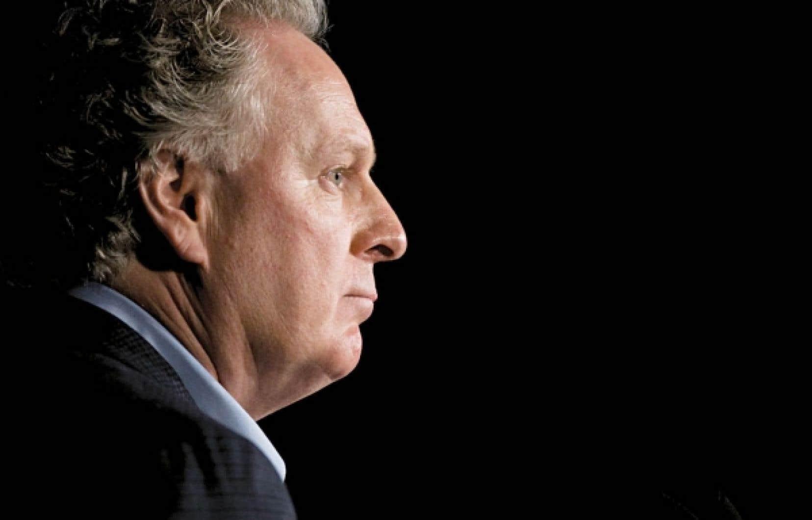 «Il [Jean Charest] a échoué. Il n'a pas réformé le Québec tel qu'il l'avait dit, il n'a pas remis le Québec sur ses rails. Et en particulier, il n'a pas réussi à redonner confiance à la population et à vaincre le cynisme qui commençait déjà à s'installer. C'est son plus grand échec», dit Jean-Claude Gobé.