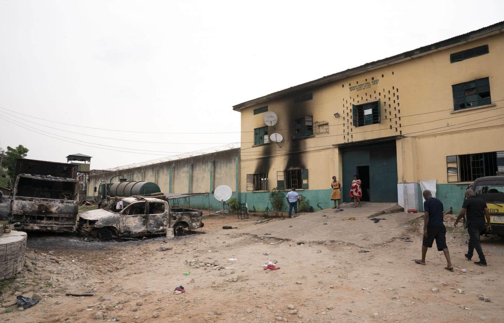 Dans la nuit de dimanche à lundi, plus de 1844 détenus se sont échappés de la prison d'Owerri, dans l'État d'Imo, au cours d'une attaque perpétrée par «des hommes armés» qui ont fait exploser la porte d'entrée.