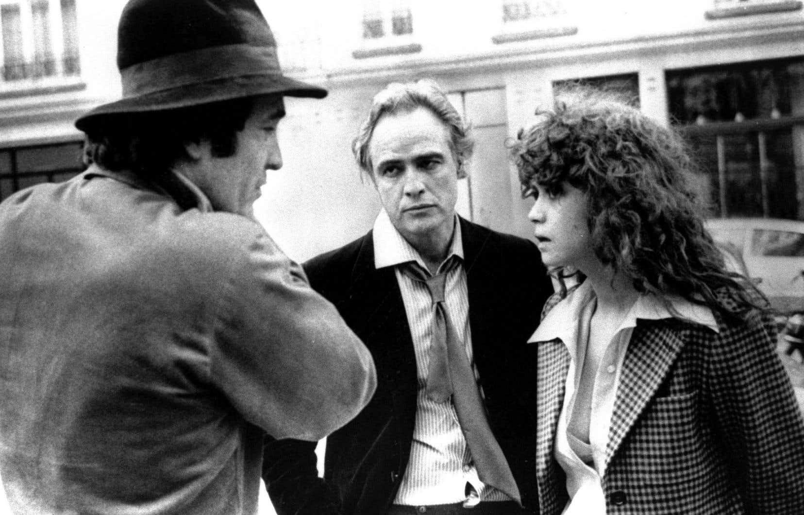 Le réalisateur italien Bernardo Bertolucci en compagnie de Marlon Brando et Maria Schneider, durant le tournage du film «Le dernier tango à Paris», en 1973.