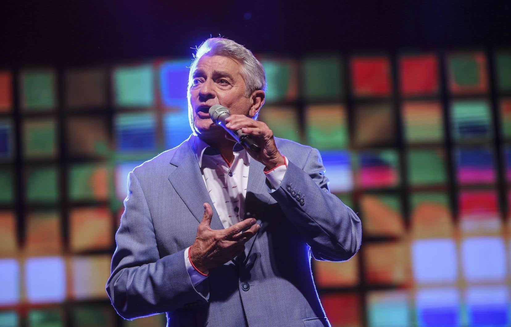 Michel Louvain, chanteur de charme bien connu des Québécois, est âgé de 83ans.