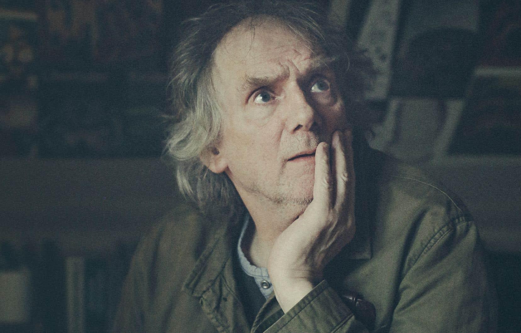 Surtout connu pour sa poésie, Jóanes Nielsen est né en 1953 à Tórshavn, la capitale des Féroé, située sur Streymoy, la plus grande et la plus peuplée des îles de l'archipel.