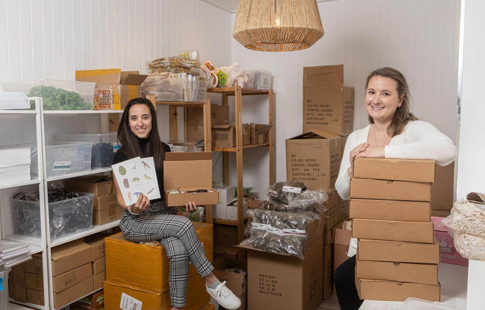 Camille Baribeau (à gauche) et Amélie Royer (à droite) dans leur entreprise Bajoue et Pastel Ludique, à Québec.