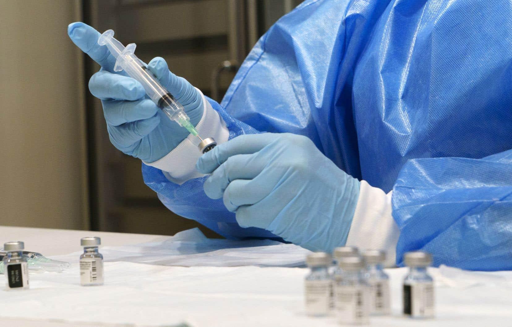 Selon le Conseil du patronat du Québec, les entreprises tenaient depuis longtemps à participer à la vaccination massive des Québécois contre la COVID-19.