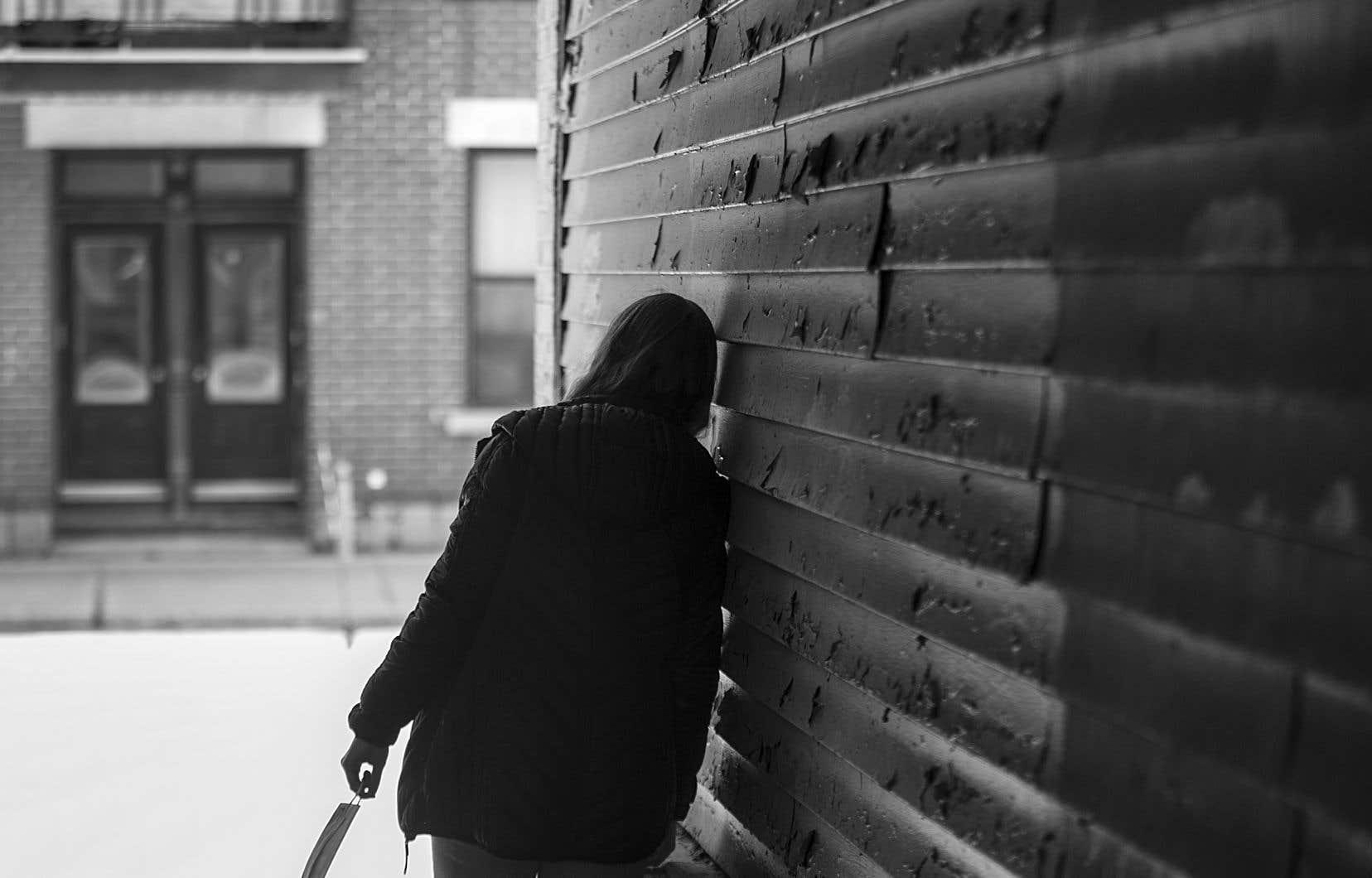 L'état mental des Montréalais a été plus touché lors de la première vague que celui des autres Québécois, indique un document de la Santé publique de Montréal.