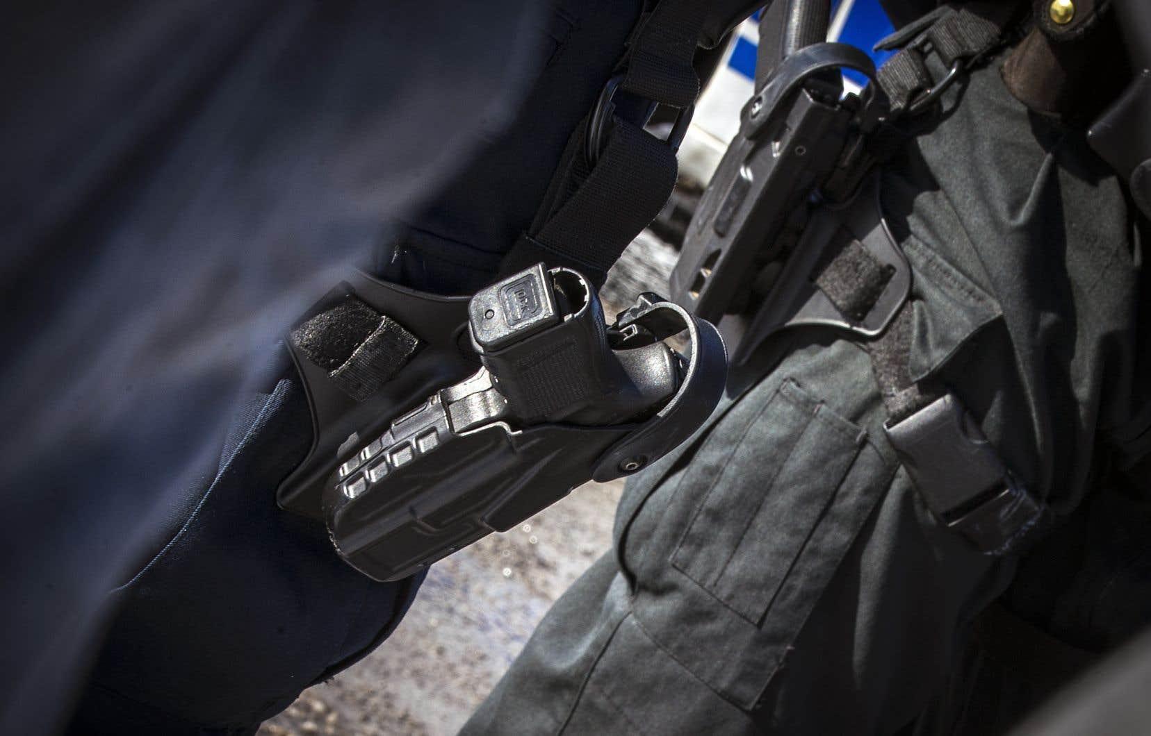 Comme cela se fait dans plusieurs pays européens, seules les brigades spécialisées du SPVM devraient être munies d'armes, ont convenu les militants.