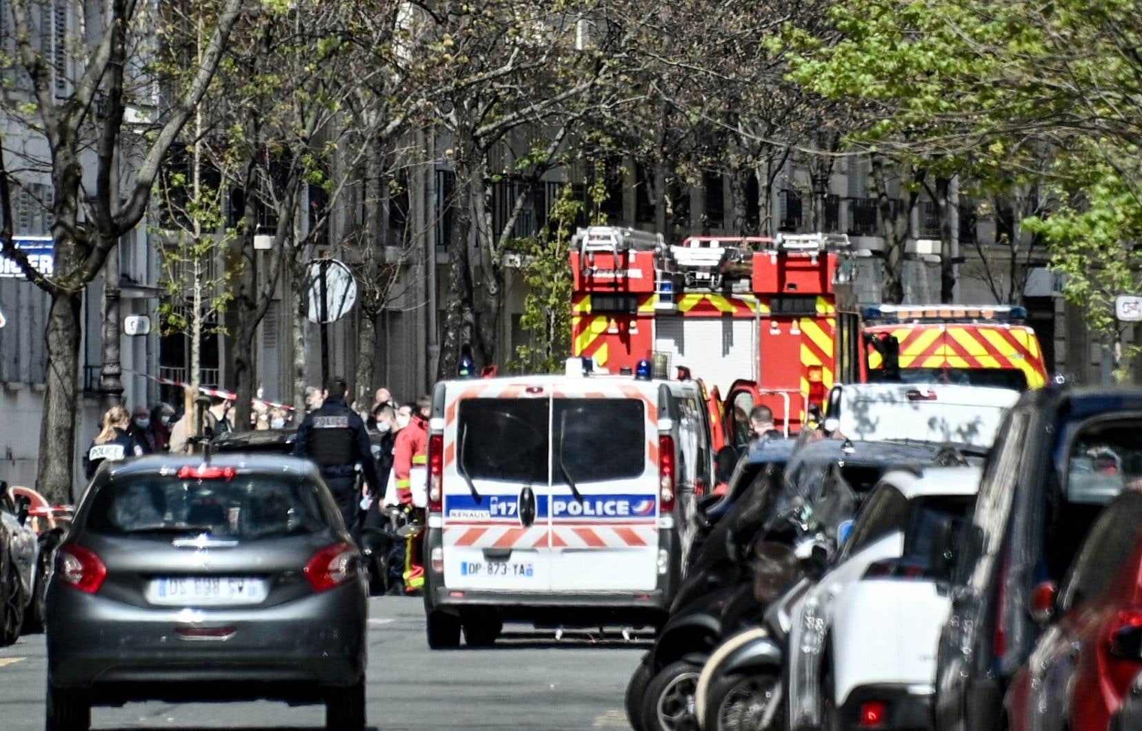 Des coups de feu ont atteint deux personnes près de l'hôpitalHenry Dunant, dans le 16earrondissement de Paris.