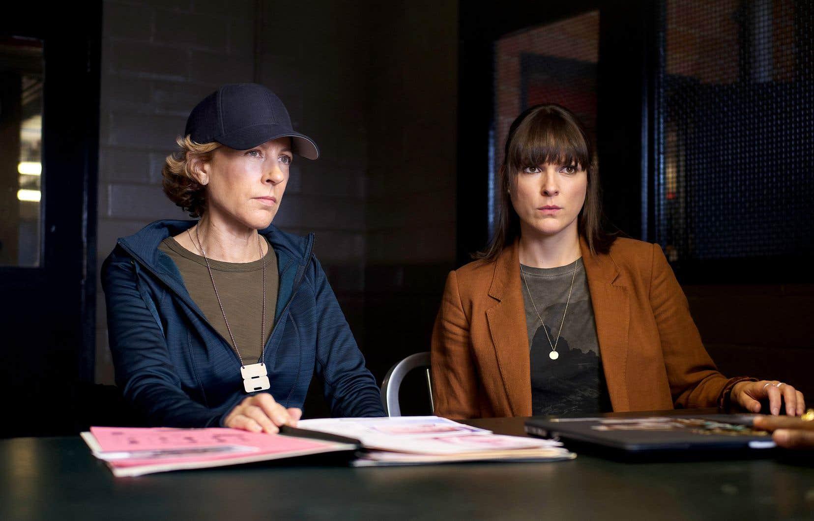 Les comédiennes Sophie Lorain et Rachel Graton dans la série «Portrait-robot», sur Club Illico