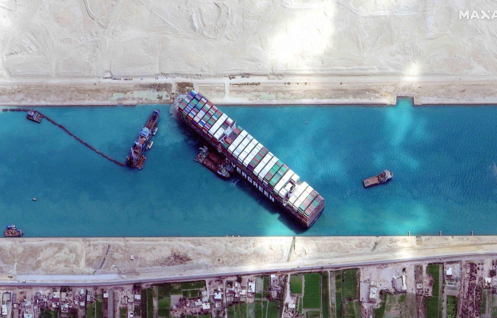 D'une longueur équivalente à quatre terrains de football, l'«Ever Given» était resté coincé près d'une semaine en travers du canal de Suez.