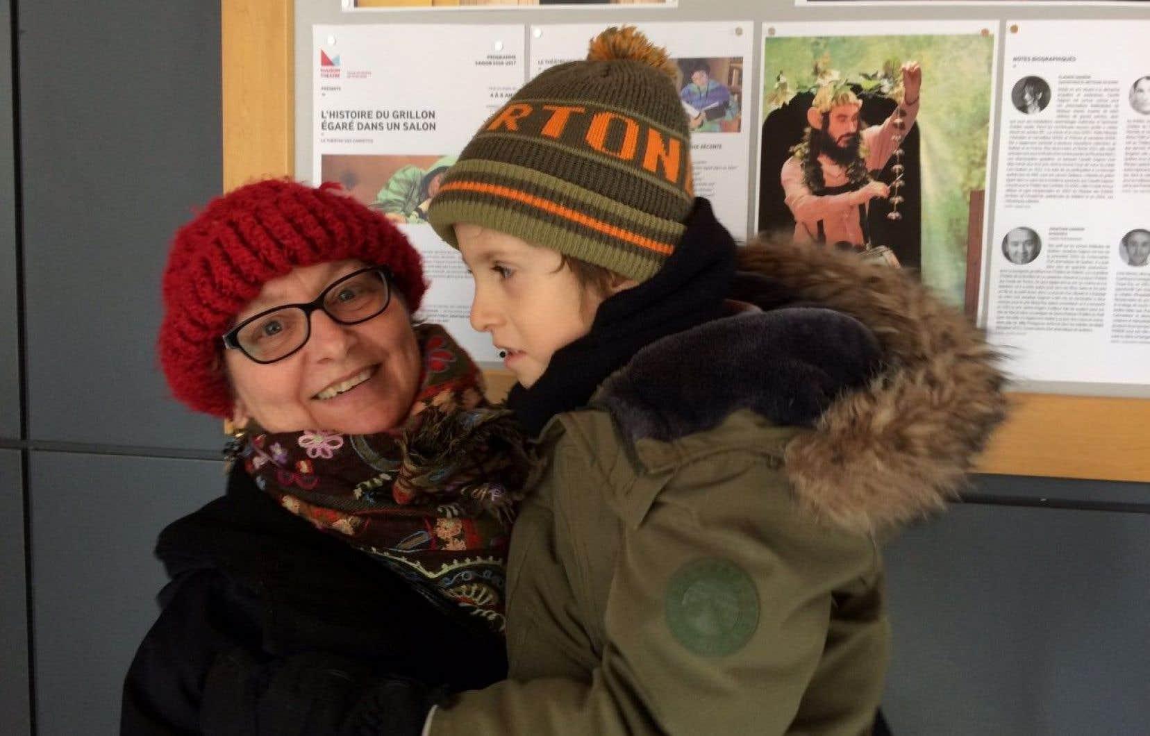 Marise Mathieu, accompagnée de son petit-fils Léo