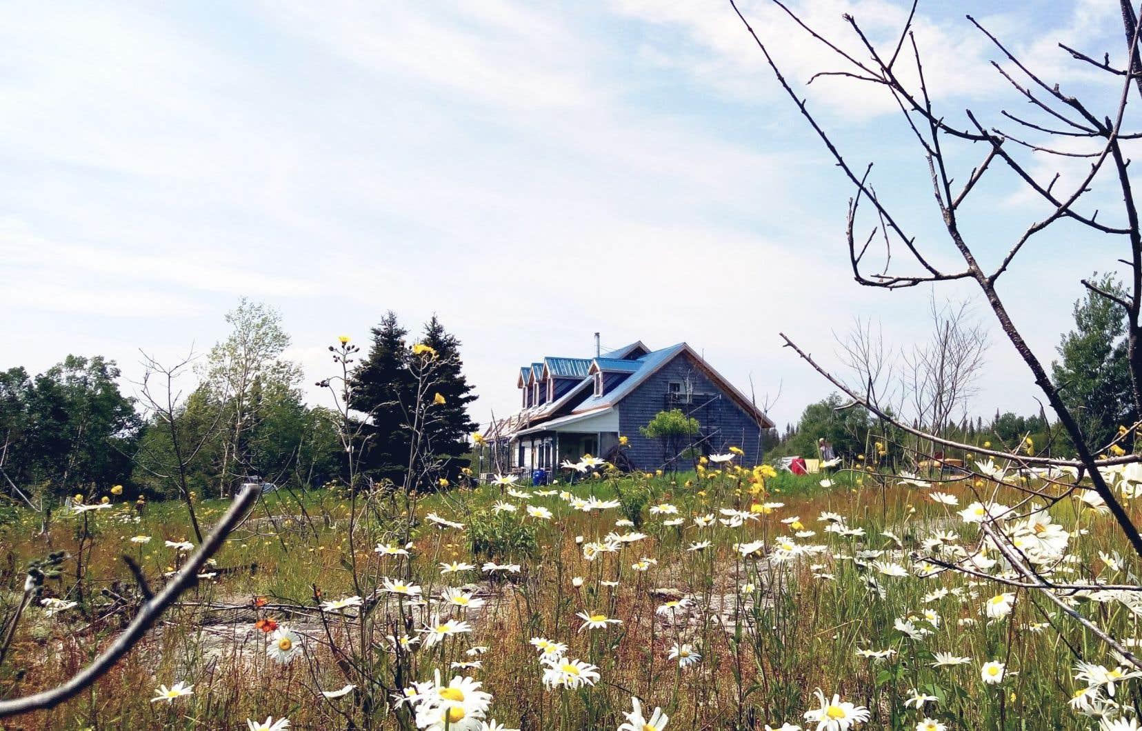 L'Auberge la Grande, située dans le petit village des Bergeronnes, sera prête à recevoir ses premiers visiteurs dès le 1<sup>er</sup>juillet.