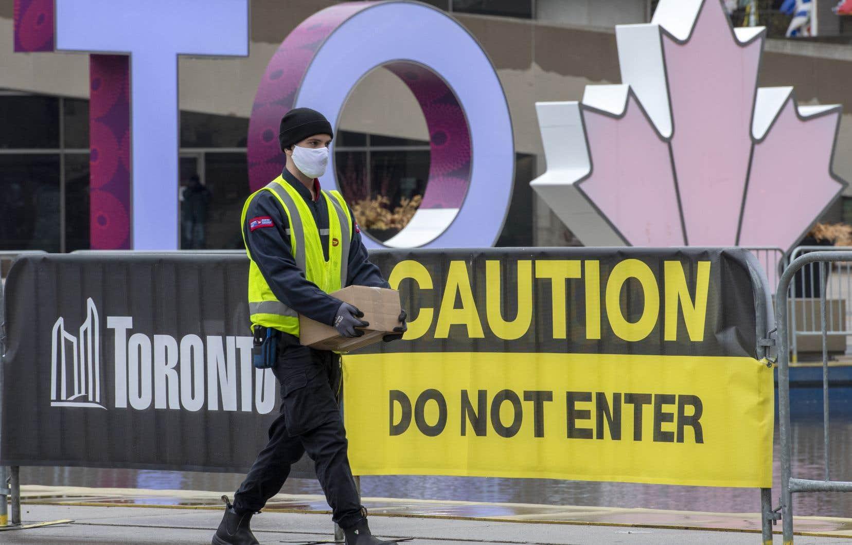 Le gouvernement ontarien a déclaré qu'un hôpital de campagne pourrait être activé à Toronto plus tard ce mois-ci, car la métropole doit faire face à une augmentation des hospitalisations dues à la pandémie.