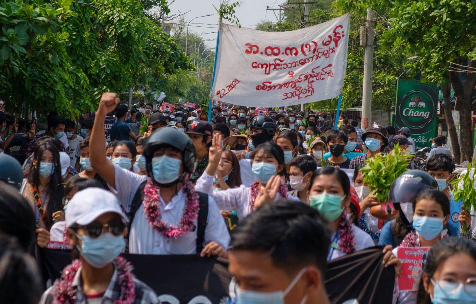 Les manifestations se poursuivent au Myanmar, malgré la répression de l'armée.