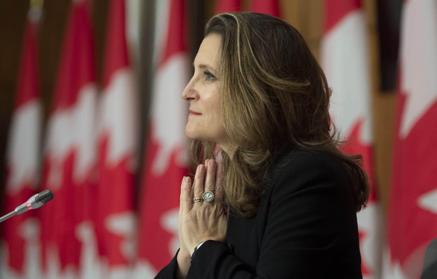La ministre des Finances canadienne, Chrystia Freeland, présentera lundi le nouveau budget fédéral, alors que le manque à gagner pour le gouvernement fédéral ne serait «que» de 121milliards à la fin de l'année en cours.