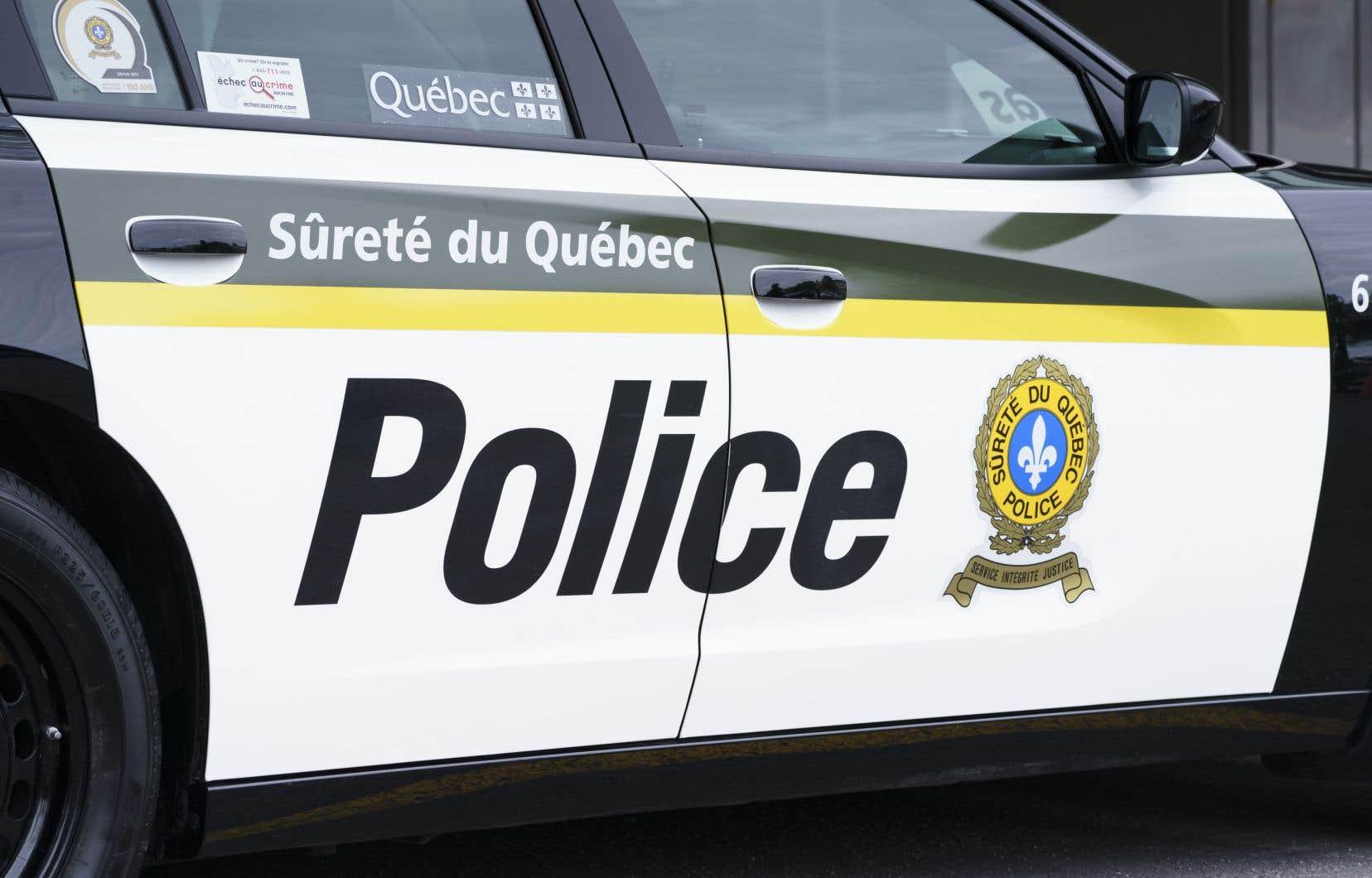 L'équipe des crimes contre la personne de la Sûreté du Québec et les policiers de Mercier sont chargés d'enquêter sur ce drame.