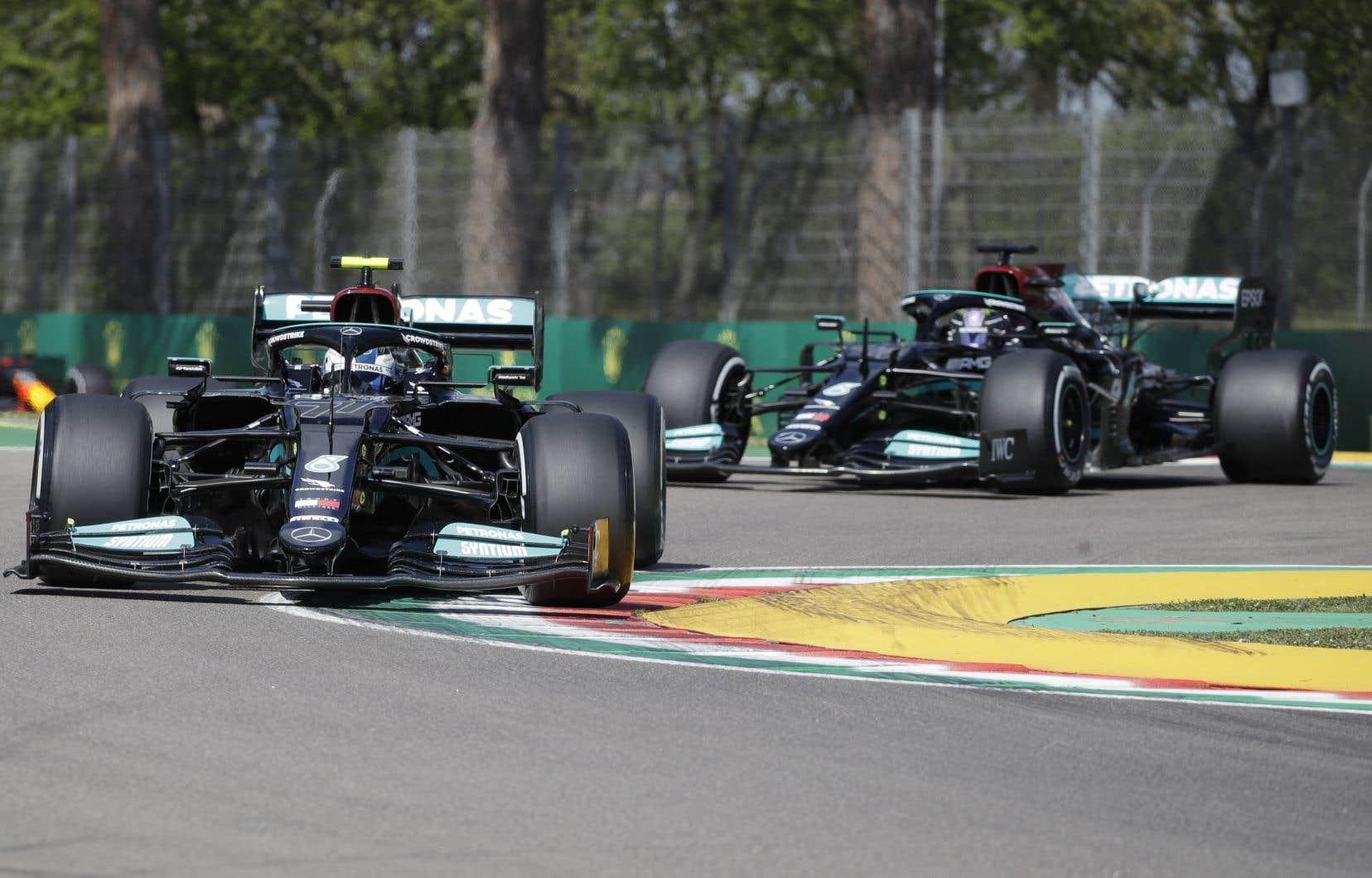 Valtteri Bottas a pris le premier rang des deux séances d'essais libres, après avoir devancé Lewis Hamilton par 10 et 41 centièmes de seconde, respectivement.