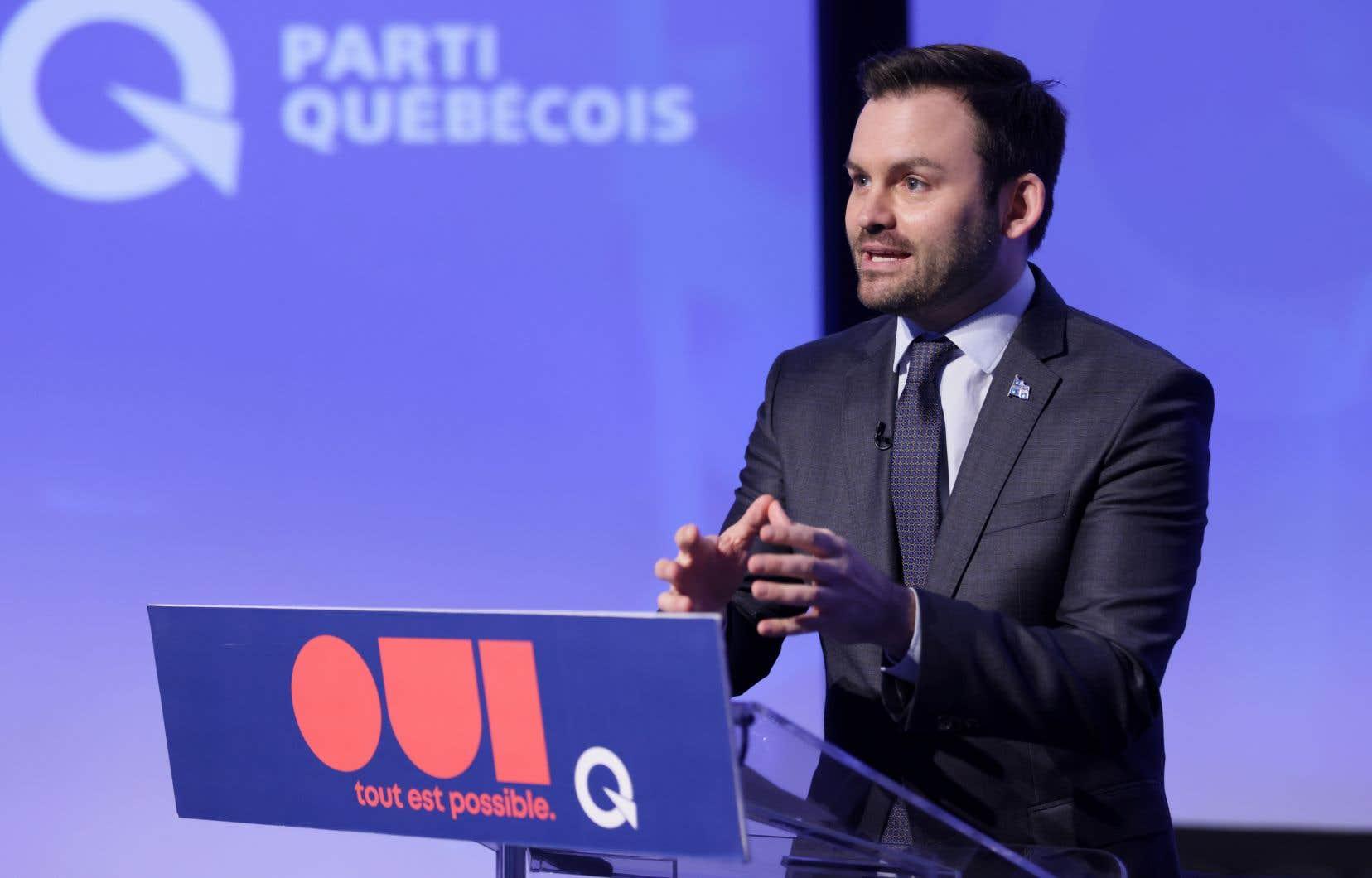 Le chef Paul St-Pierre Plamondon, d'abord opposé à l'application de la loi 101 aux cégeps, a fait volte-faceaucoursdesderniersjours. «Certains facteurs dans l'argumentaire des jeunes [péquistes] me convainquent d'évoluer», a-t-il reconnu samedi dans son discours aux militants.