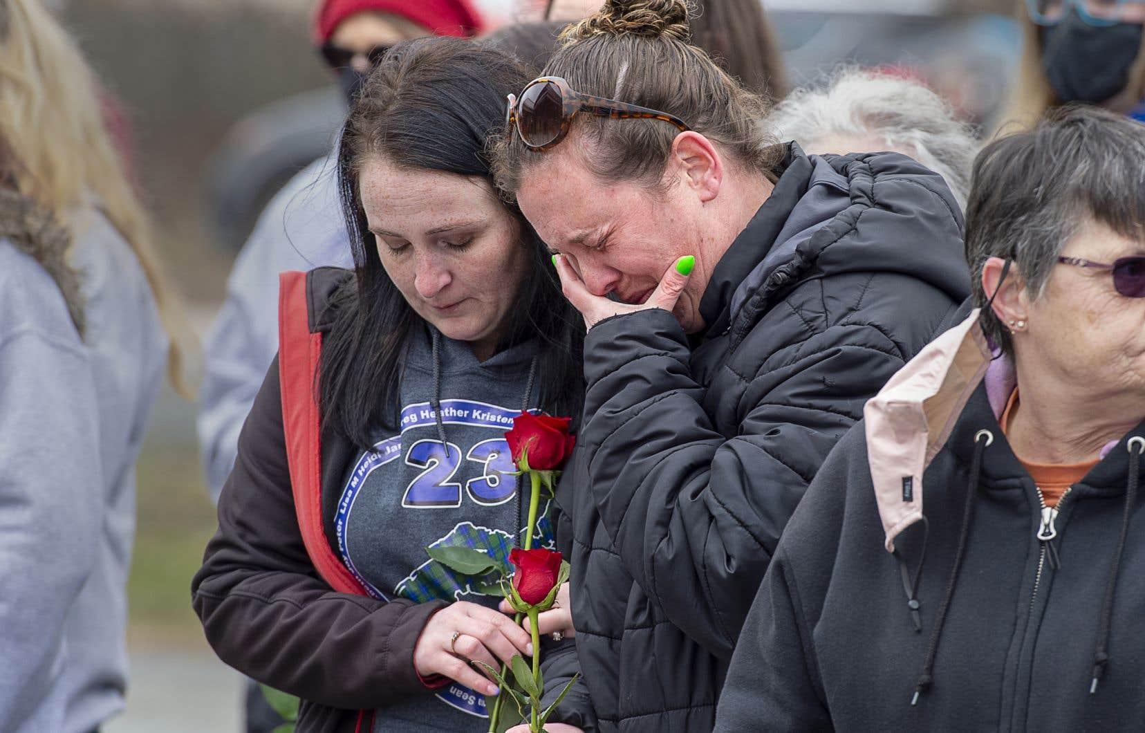 Plusieurs proches endeuillés ont participé dimanche à une cérémonie émouvante rendant hommage aux victimes.