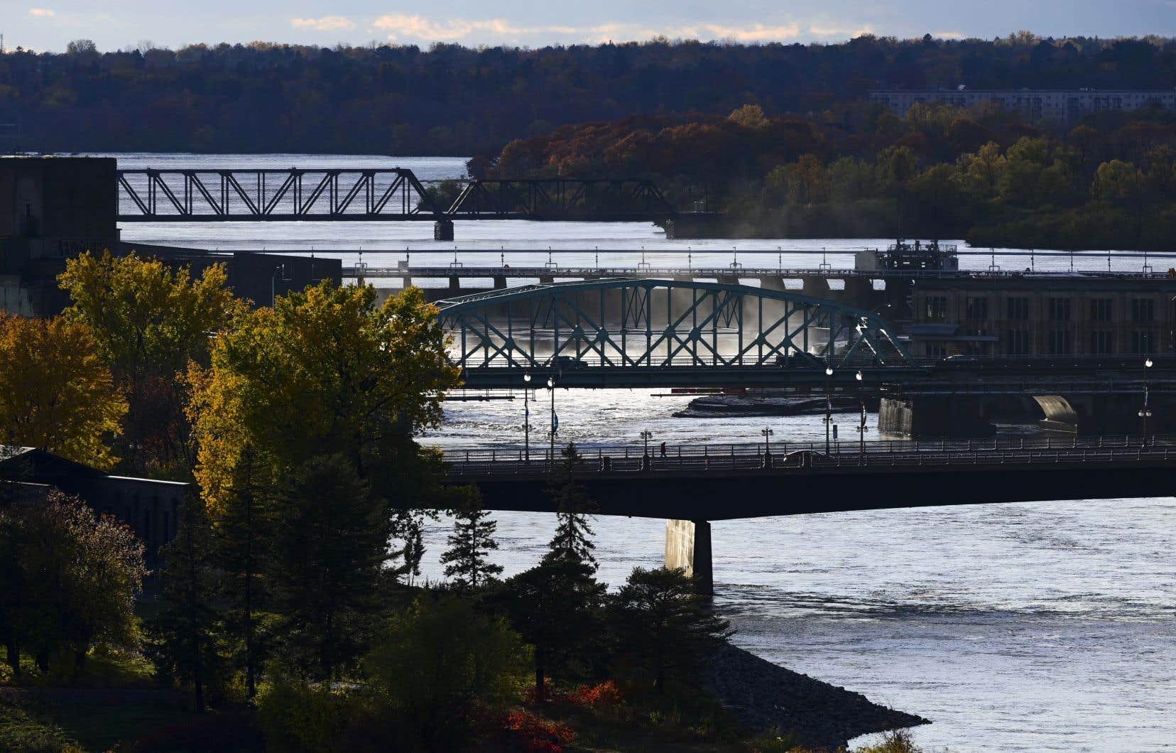 Afin de freiner la propagation des variants de la COVID-19, Québec a pris la décision d'interdire à toute personne en provenance de l'Ontario d'entrer ou de se trouver dans la province à partir du 19 avril.