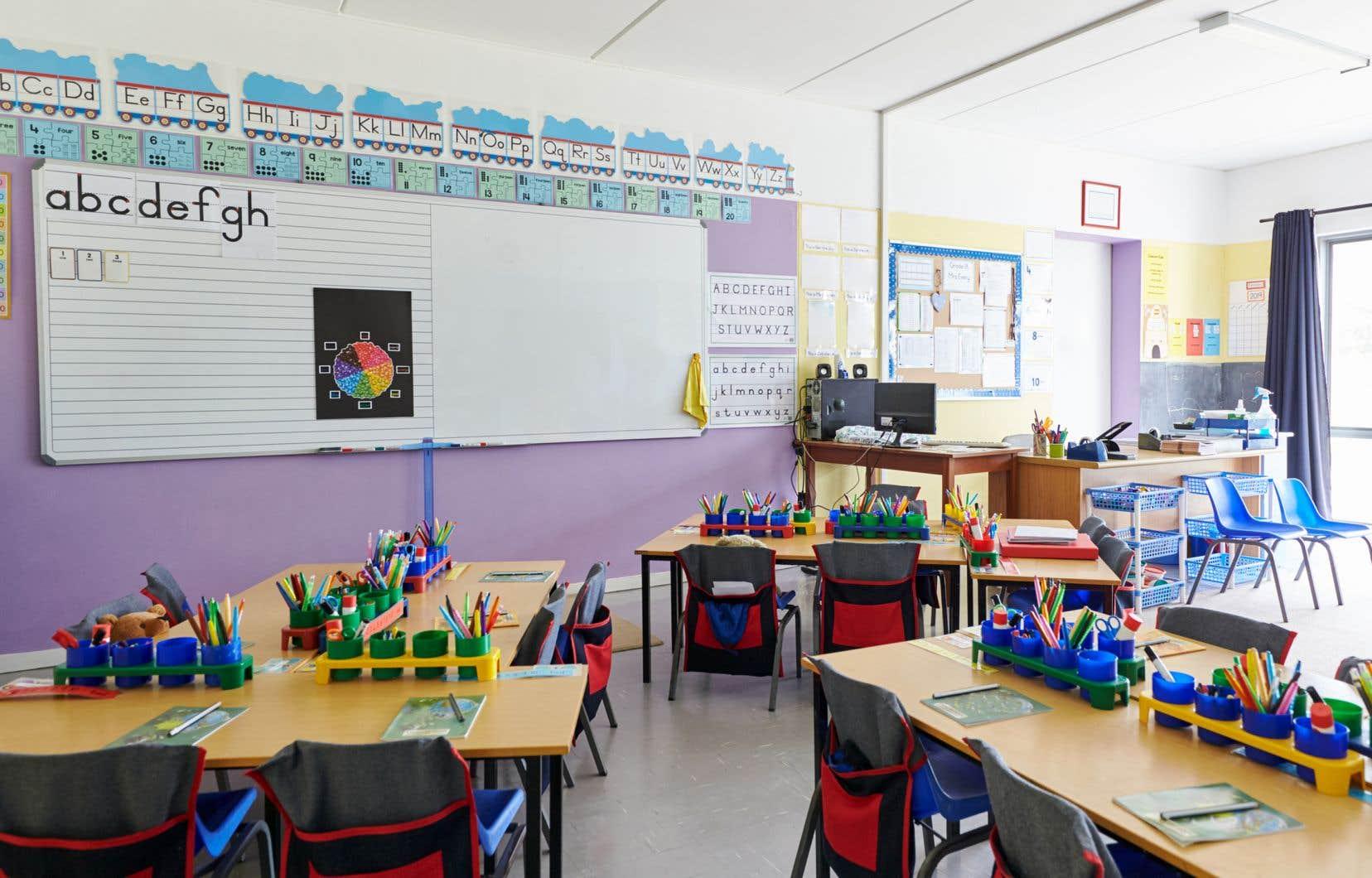 «Actuellement, 422 écoles et 9143 classes sont fermées au Québec», déplore l'auteur.