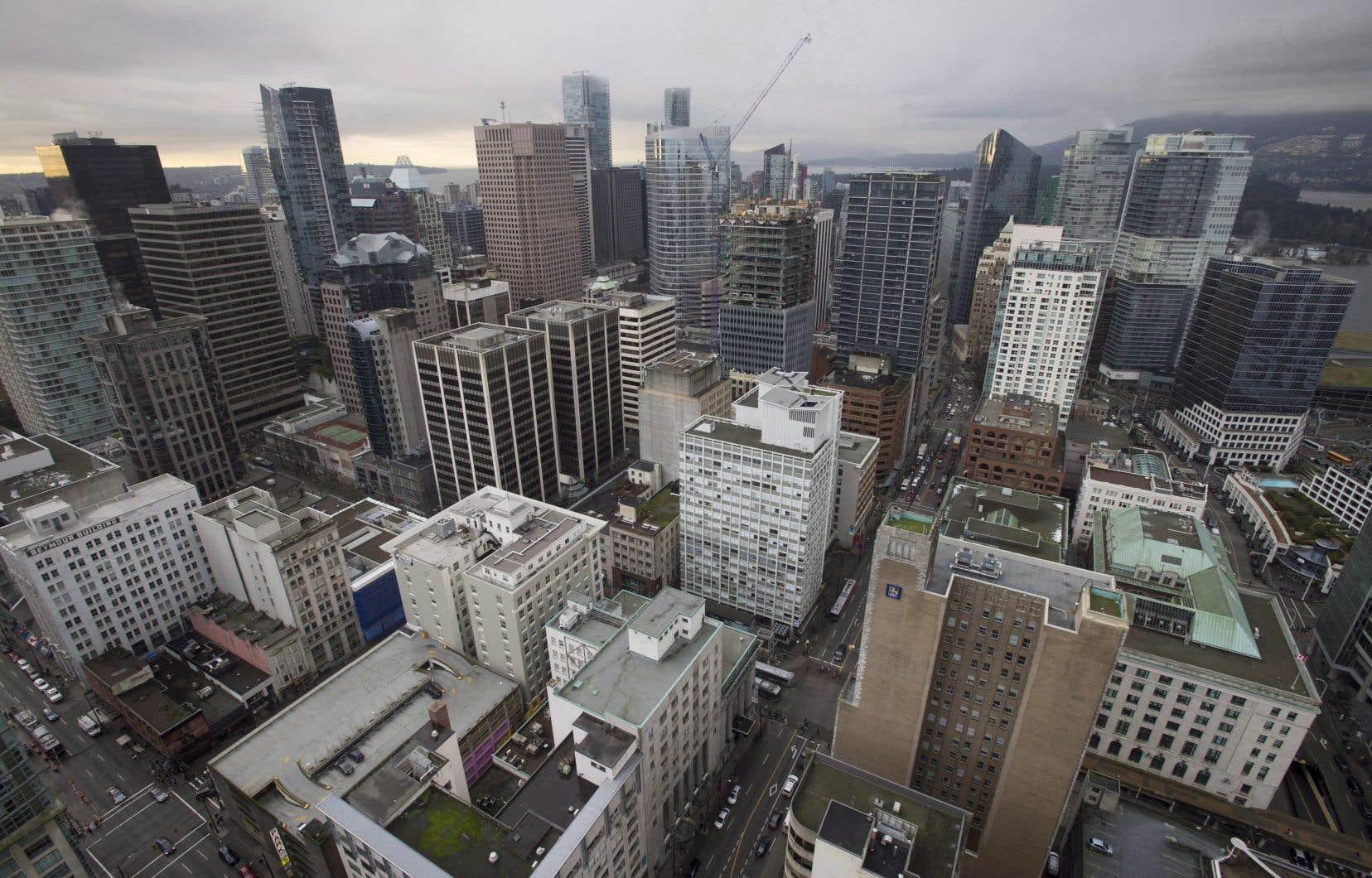 Cette première taxe nationale annuelle de 1% s'appliquerait sur la valeur des biens immobiliers résidentiels considérés comme vacants ou sous-utilisés appartenant à des propriétaires étrangers non résidents, a annoncé lundi la ministre des Finances, Chrystia Freeland.