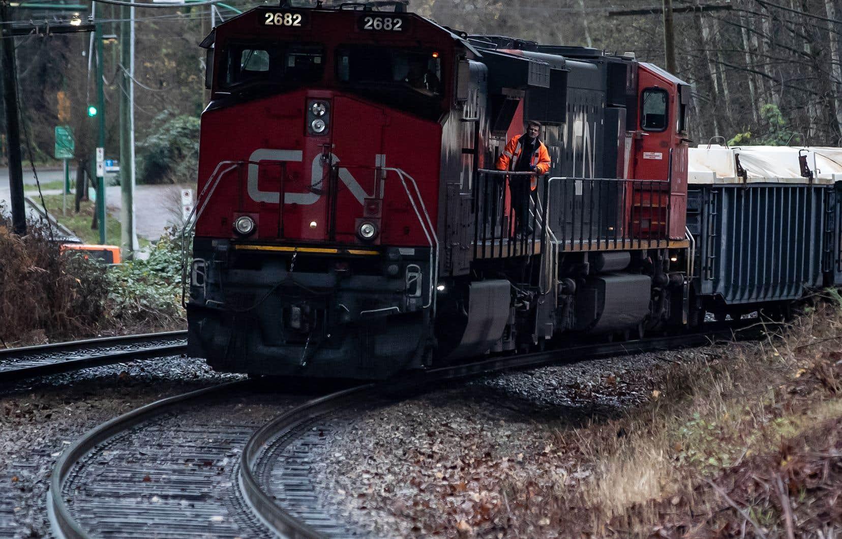 Le Canadien National dévoilé mardi une offre en espèces et en actions évaluée à 33,7 milliards de dollarsUS pour acquérir le transporteur ferroviaire américainKansas City Southern.