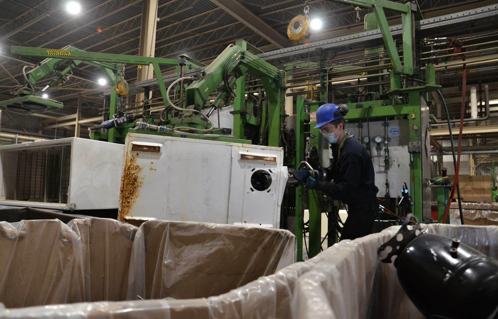 L'usine de  PureSphera,  une  entreprise établie à Bécancour, est la seule au pays à savoir récupérer l'entièreté des halocarbures contenus dans les appareils réfrigérés.