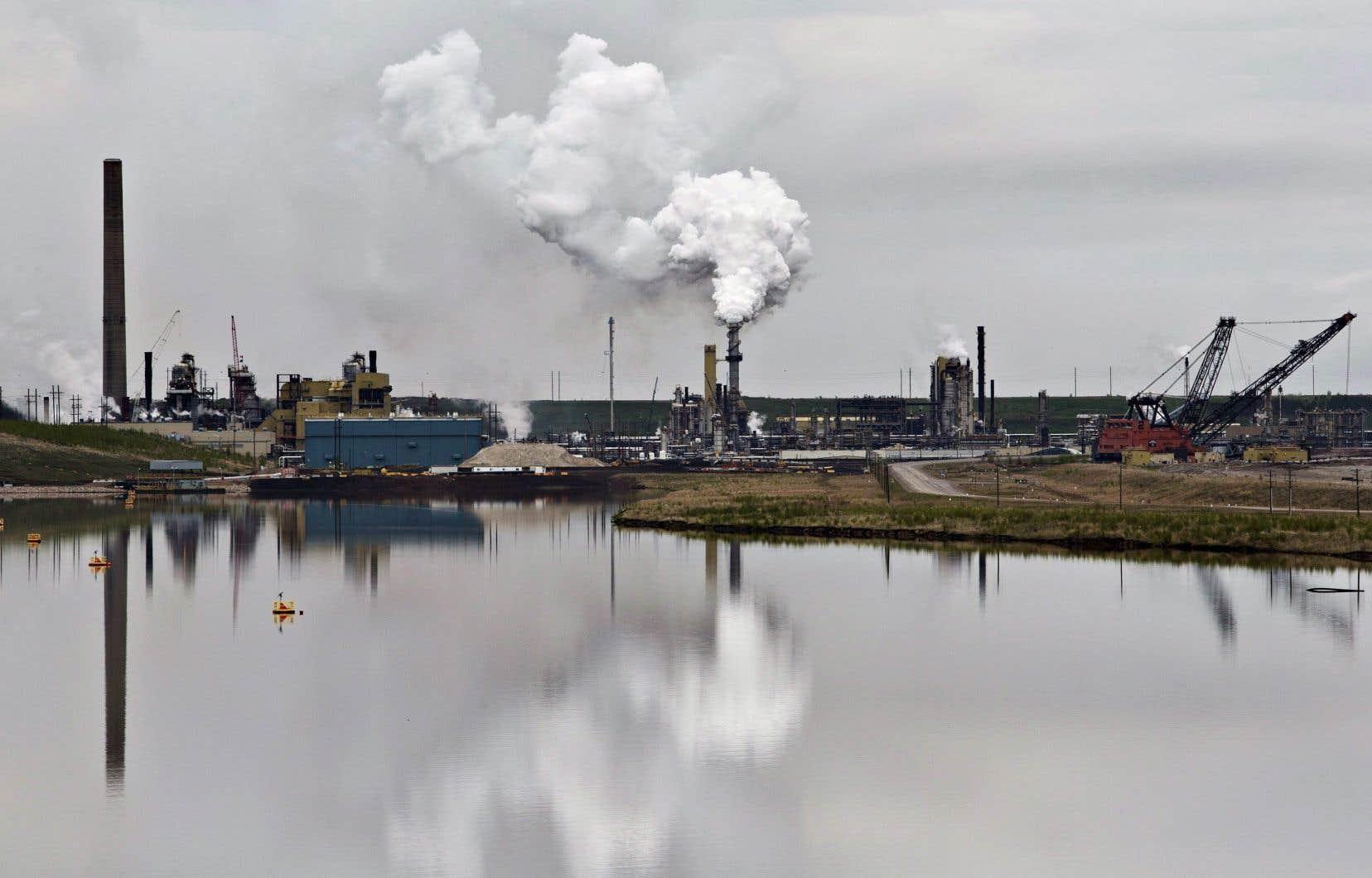 Les écologistes plaident pour une réduction de 80 % de la production pétrolière canadienne d'ici 2030, par rapport au niveau de production actuel.