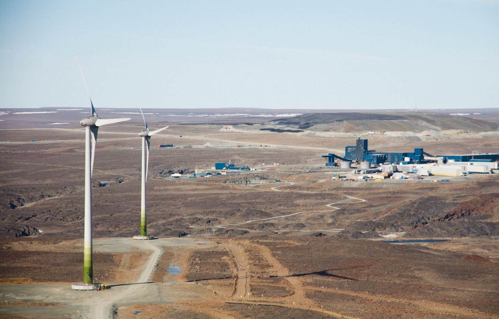 Les éoliennes de la mine Raglan, au Nunavik, qui avait été entièrement alimentée au diesel jusqu'en 2014.