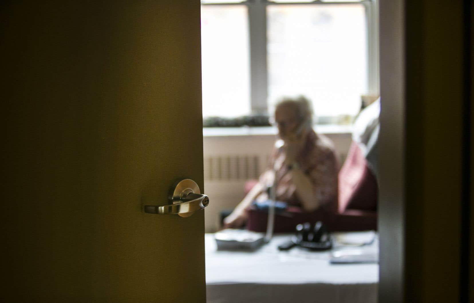 L'arrivée de la COVID-19 en  sol québécois  a exacerbé l'isolement social de plusieurs personnes âgées.