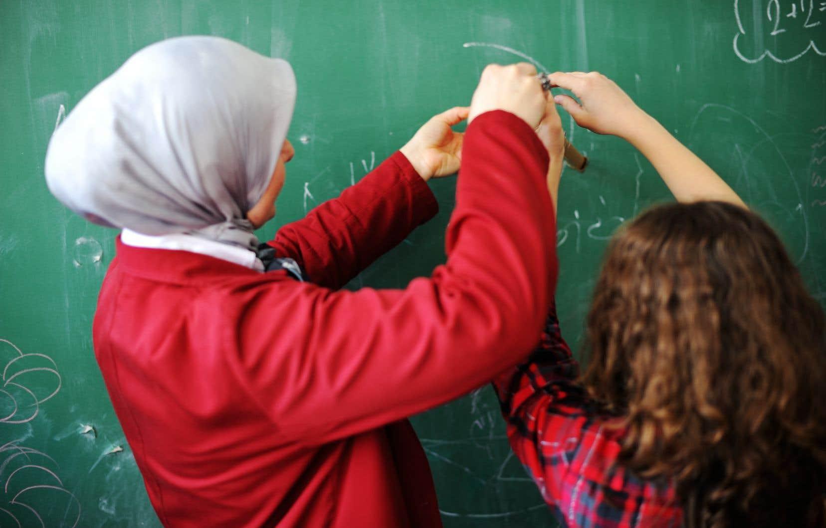 «L'égalité entre les femmes et les hommes est une valeur à protéger autant dans les écoles francophones que dans les établissements anglophones; il s'agit d'une des valeurs fondamentales du Québec», écrit l'autrice.