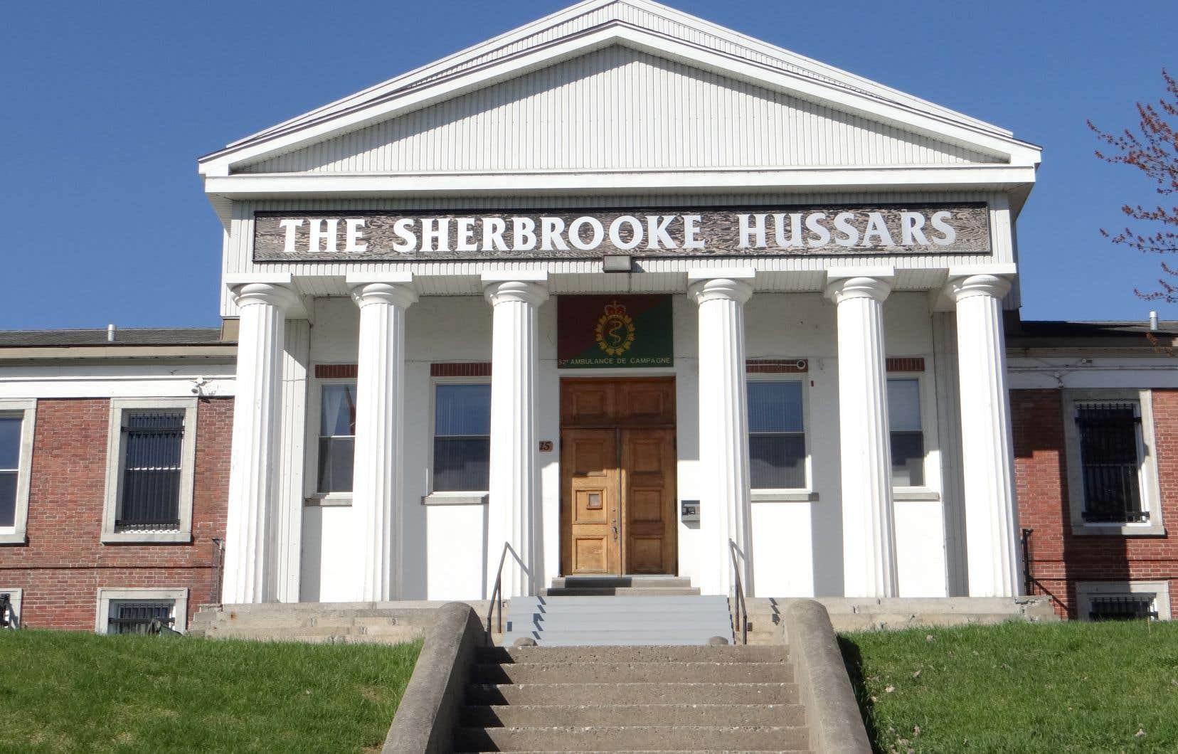 Le manège militaire Sherbrooke Hussars, un ancien palais de justice construit en 1839 sur la rue William, connaît des problèmes structurels et risque d'être condamné.