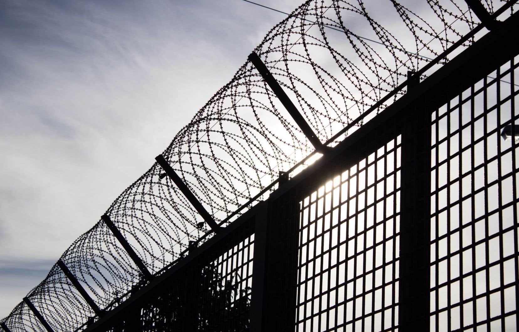 «L'histoire nous montre que le réflexe de faire des coupes dans l'éducation, particulièrement auprès de personnes sous-scolarisées comme c'est le cas chez les personnes incarcérées, engendre des conséquences beaucoup plus néfastes à long terme», soulignent les auteurs.