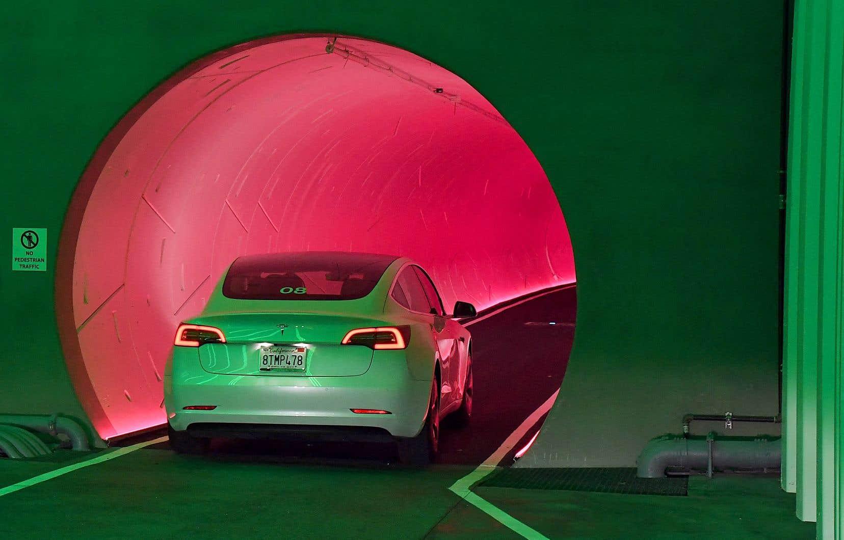 La pile des véhicules électriques compatibles avec la recharge bidirectionnelle est mise à profit par Dcbel: elle peut alimenter la plupart des appareils électriques d'une maison normale pour 24 heures, et avoir encore assez de jus pour démarrer.