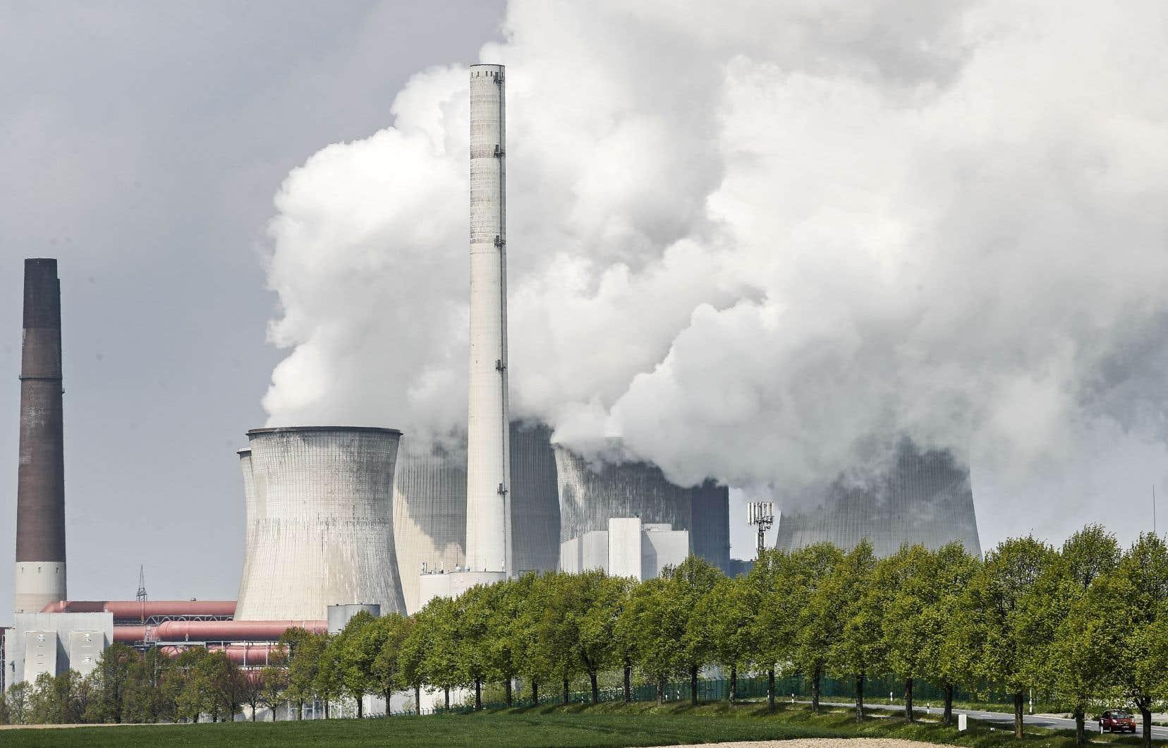 Devant l'urgence climatique, Bâtirente a développé une politique d'investissement responsable et encourage les compagnies à changer leurs pratiques.