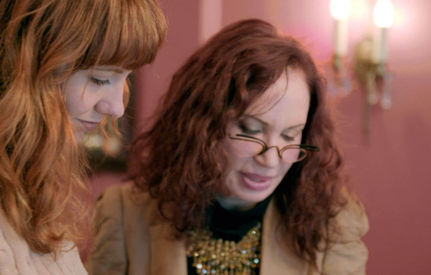 La reporter Rose-Aimée Automne T. Morin avec Marilyne Rappaport